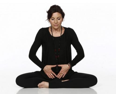 4 Bài Tập Yoga Giúp Se Khít Cô Bé